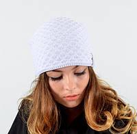 Белая женская шапка