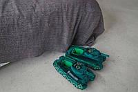 Декоративные тапочки в виде танков, зеленые