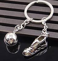 Брелок в виде кроссовки и футбольного мяча металл SKU0000821