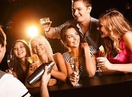 Доказано: чем громче музыка, тем больше человек пьет