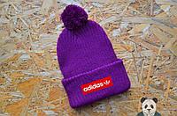 Яркая феолетовая шапка с бубоном, Adidas зимняя шапка