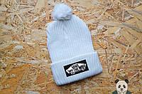 Белая ярка шапка зимняя, нашивка Vans с бубоном реплика
