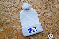 Белая зимняя шапка ТНФ, нашивка логотип, вязаная шапка