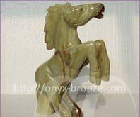 Лошадь из оникса