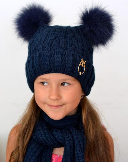 Зимняя шапочка для девочки с двумя пушистыми помпонами