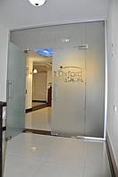 Стеклянная перегородка с маятниковой дверью для офиса