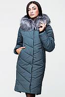 Зимнее женское пальто оттенка аспарагус