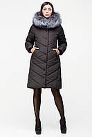 Теплое женское пальто оттенка хаки с натуральной опушкой