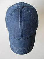 Джинсовые кепки синего цвета.