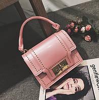 Модная женская небольшая лаковая сумка розового цвета