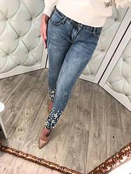 """Модные, женские джинсы - скини """"Низ штанин декорирован жемчугом"""""""