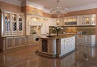 Кухни с фасадами  дерева  и резными элементами