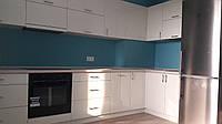 Просторная угловая кухня песочного цвета, фото 1