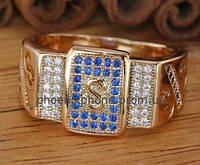Стильное кольцо - печатка с фианитами, покрытое золотом (121661)