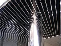 Реечный потолок: черный с зеркальной вставкой хром-зеркало