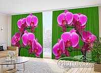 """Фото Шторы в зал """"Малиновые орхидеи на зеленом фоне"""" 2,7м*2,9м (2 полотна по 1,45м), тесьма"""