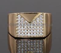 Видное кольцо - печатка с фианитами, покрытое золотом (127220)