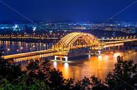Мост, ночной город