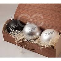 Набор из 3-х елочных шариков в коробке из гибкого шпона.