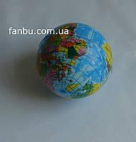 Небольшой мягкий шар с рисунком глобуса