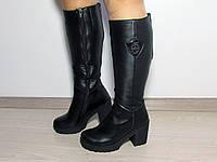 Зимние черные кожаные сапоги на устойчивом каблуке
