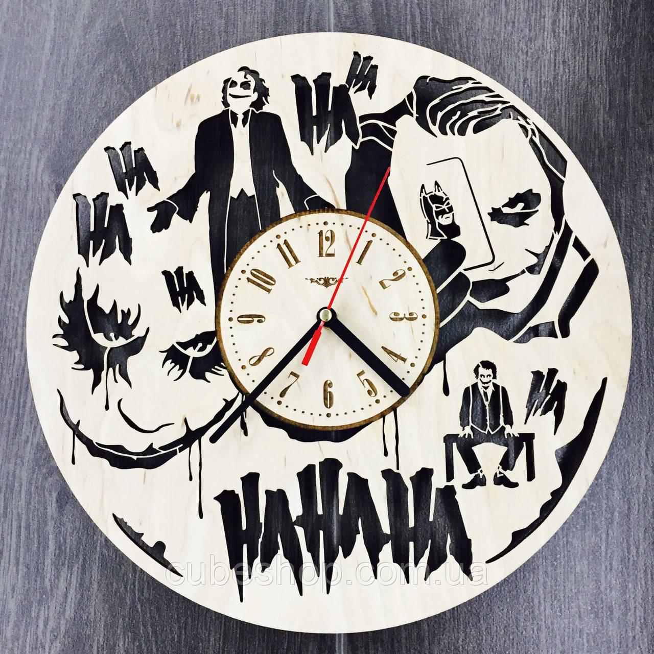 Часы настенные из дерева Джокер