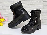 """Ботинки на шнурках в черной лаковой коже со вставками итальянской кожи с текстурой """"чешуя"""" на устойчивой подошве черного цвета, Коллекция осень-зима,"""