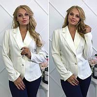 Белый стильный пиджак батального размера