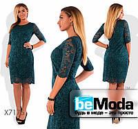 Нарядное женское гипюровое платье больших размеров зеленое