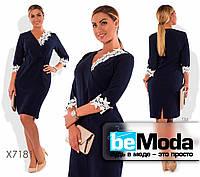 Милое женское платье с цветочной отделкой на горловине  рукавах темно-синее.