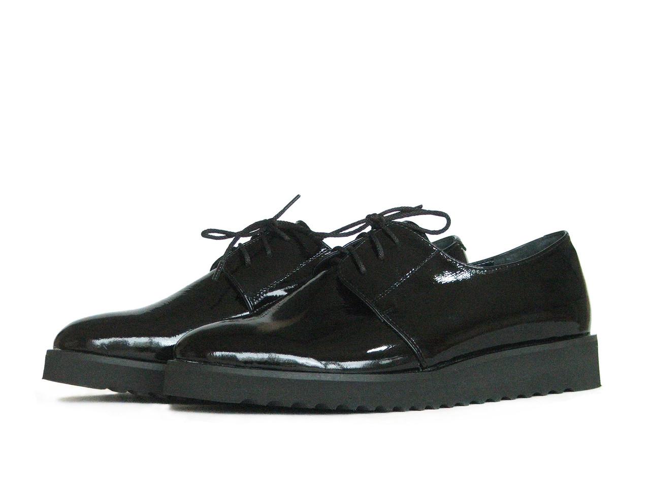 Женские лаковые туфли на толстой платформе