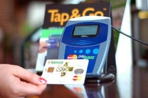 Покупки одним движением картой-стикером PayPass от ПриватБанка