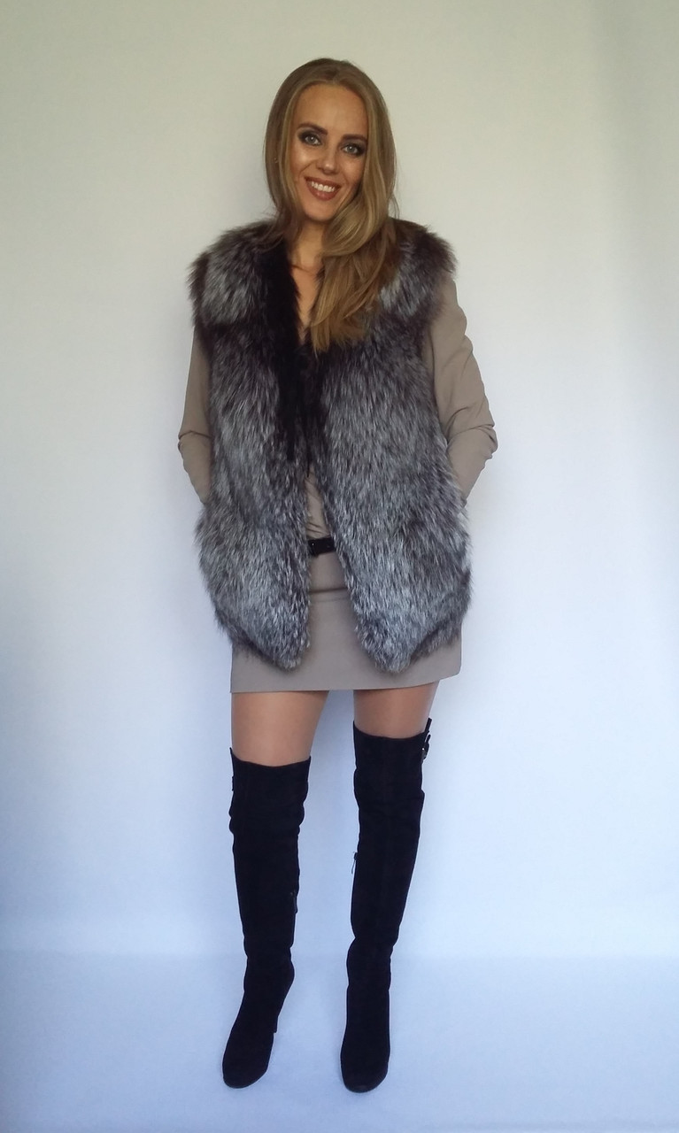 Женская жилетка из чернобурки с кожаными вставками