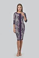 Женственное приталенное платье с круглой горловиной и укороченным рукавом-регланом