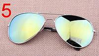 Солнцезащитные очки с зелеными линзами в серебряной оправе Aviator