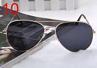 Легендарные солнцезащитные очки Aviator с черными линзами в золотой оправе
