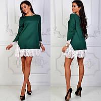 Зеленое трикотажное прямое платье с белым кружевом внизу. Арт-2623/39