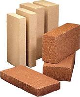 Чем различаются огнеупорный кирпич для камина и для бани?