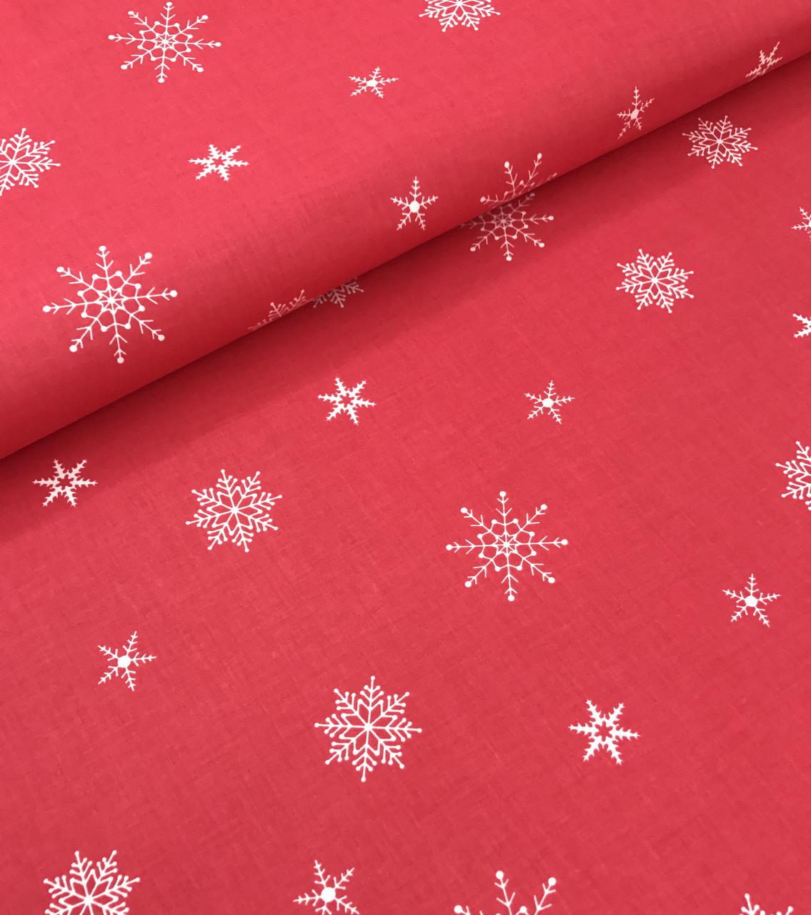 Новогодняя ткань польская белые снежинки на красном редкие №349