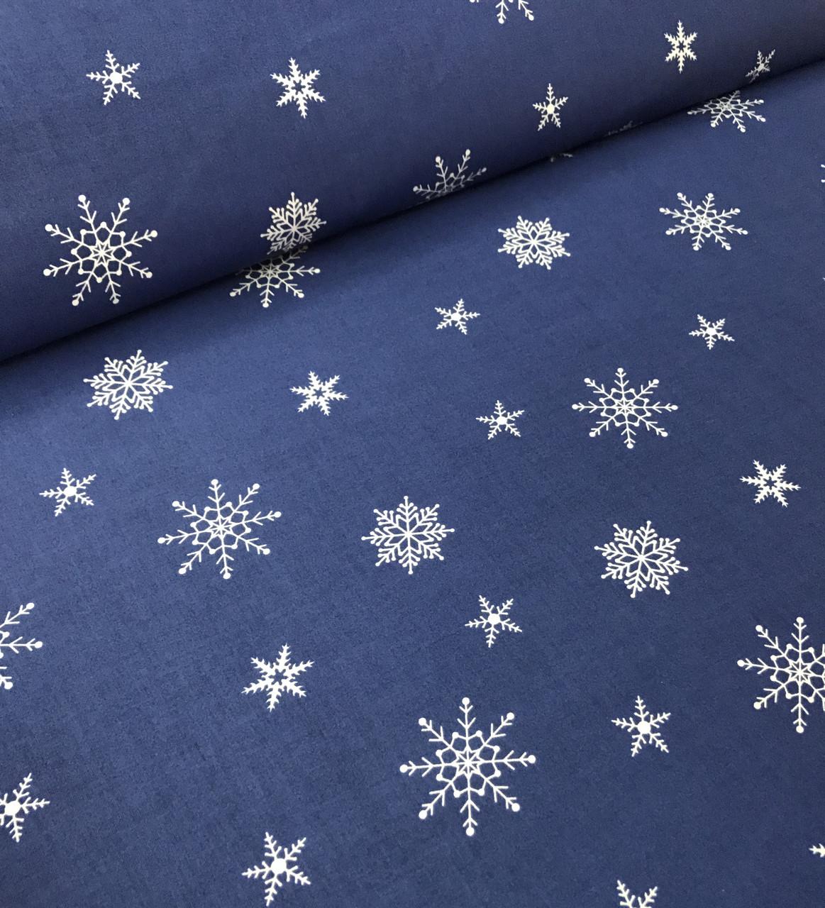 Новогодняя ткань польская белые снежинки на синем редкие №346