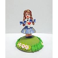 Фигурка из мастики Девочка с игрушкой