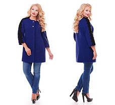 Женское пальто из букле с кружевом / размер 50-52 / цвет кобальт большие размеры, фото 3