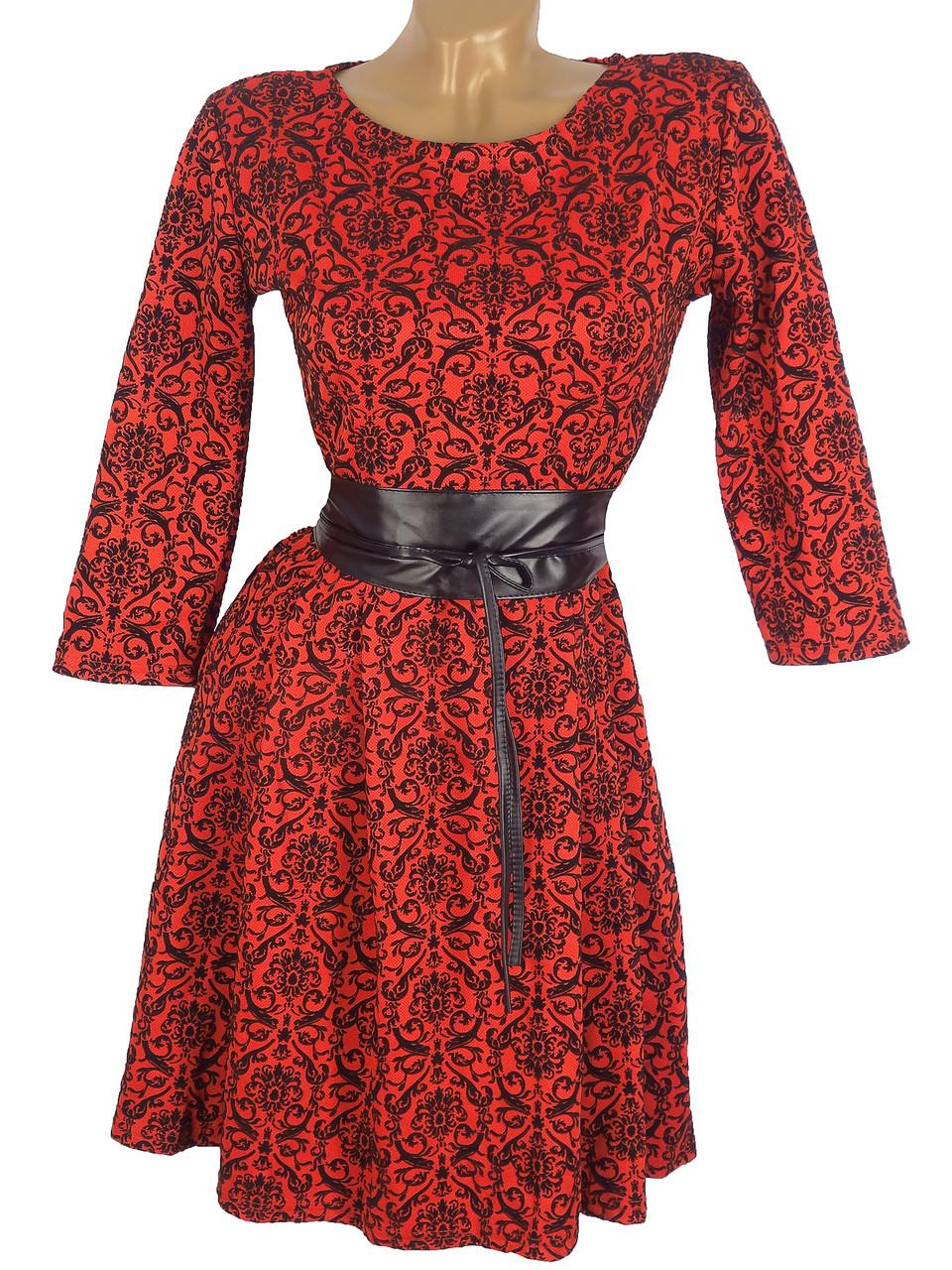 Платье с узорами и поясом из эко-кожи (в расцветках)