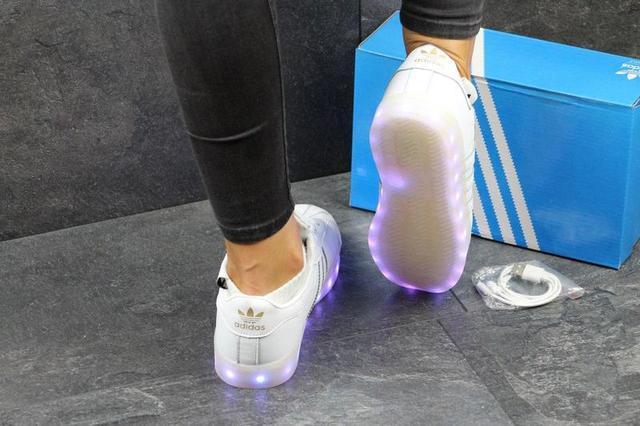 НОВІ ЖІНОЧІ КРОСІВКИ з LED підсвіткою в стилі СУПЕР СТАР.11 колірних режимів  (перемикач) b446231cd8db9