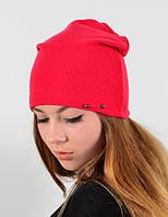 Стильная красная шапка