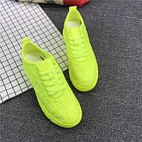 Зеленые женские кроссовки на высокой подошве