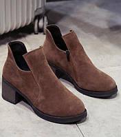 Коричневые замшевые женские ботинки