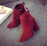 Удобные красные женские ботинки