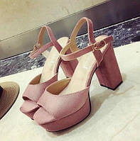 Женские розовые босоножки на высоком толстом каблуке