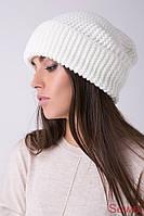 Белая зимняя женская шапка